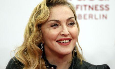 Madonna Rilis Masker Senilai 8 Juta, Berminat