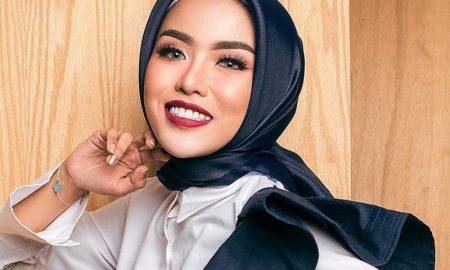 Medina Zein, Milioner Muda Berbibir Cantik