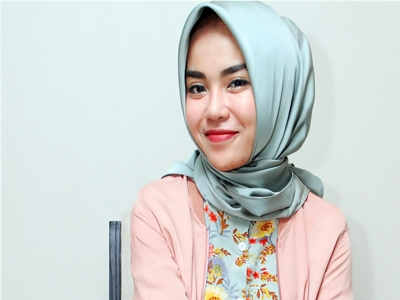 Medina Zein, Milioner Muda Berbibir Cantik2