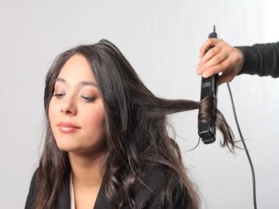 Mengeriting Rambut Dengan Catok, Bisa Lho!24