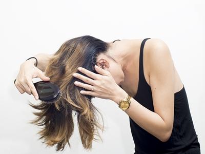 Rambutmu Usai Digelung Dan Dihairspray, Begini Merawatnya!3
