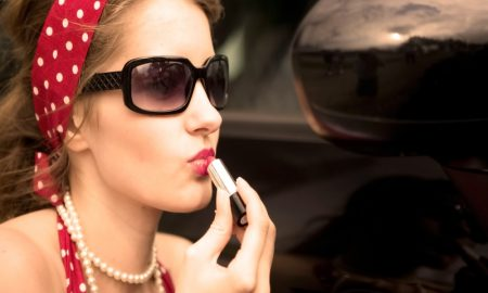 Waspada, Bertukar Lipstik Berbahaya Bagi Kesehatanmu!