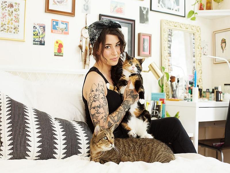 terbukti lebih cantik karena hidup dengan kucing