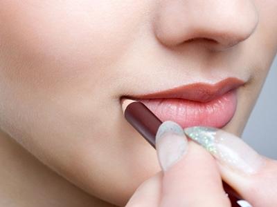 Ingin Bibir Tebal Kylie Jenner, Ini Peraturannya!5
