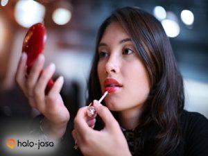 Jangan Hanya Bibir, Rawat Juga Lipstikmu Ya