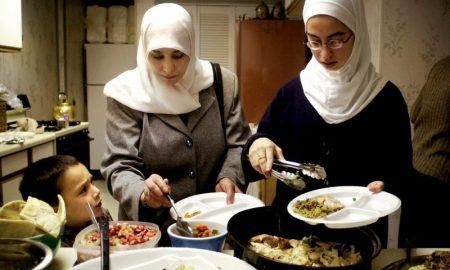 cara memilih makanan untuk diet saat perayaan