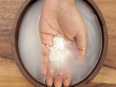 manfaat kebiasaan mencuci wajah dengan air beras.1