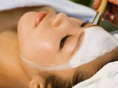 manfaat kebiasaan mencuci wajah dengan air beras.4