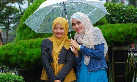 Tips Merawat Rambut Hijab Yang Kehujanan