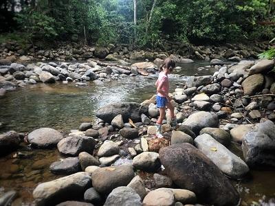 manfaat mengajak anak autis ke hutan